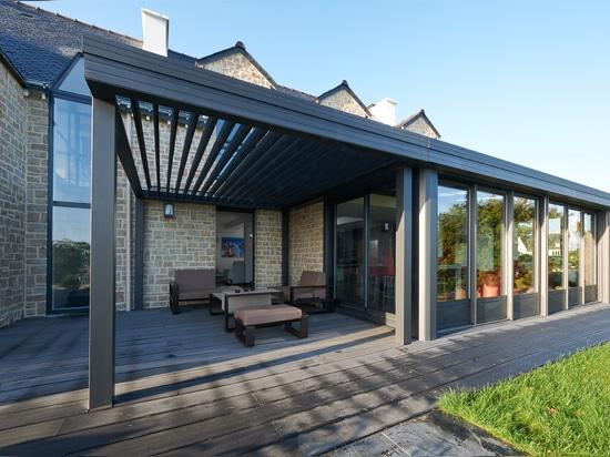 Eine außergewöhnliche VerandaPergolakombination im Morbihan