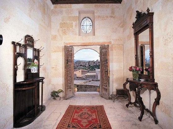 Yunak Evleri ist ein Fünf-Sternehotel, das in alte türkische Höhlen errichtet wird