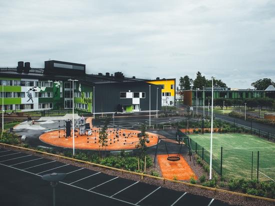 Pädagogische Mitte mit Sportparkanlagen für Leute alles Alters.
