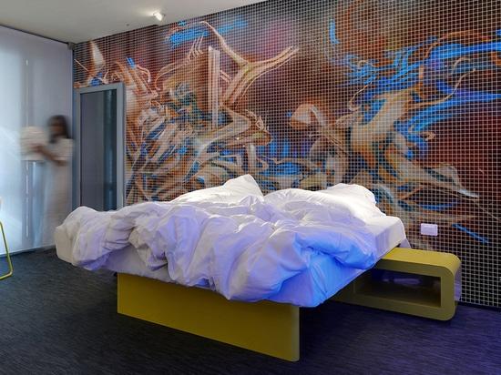 Raum in einem Privateigentum mit kundengebundenem Glasmosaik