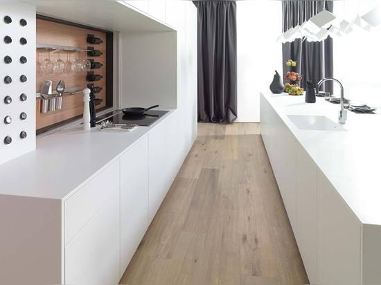 Eiche und KRION Snow White in der Küche Emotions E4.00 von PORCELANOSA Kitchens