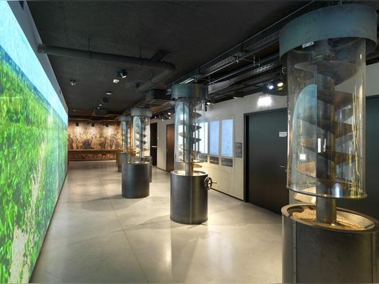 MUSEUM DES POLNISCHEN WODKAS, WARSCHAU, POLEN
