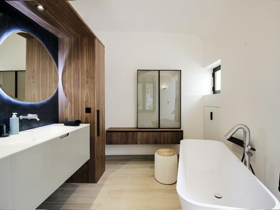 In Paris wird der 'urbane Stil' mit einem Diametro 35 Concrete von Ritmonio chic.