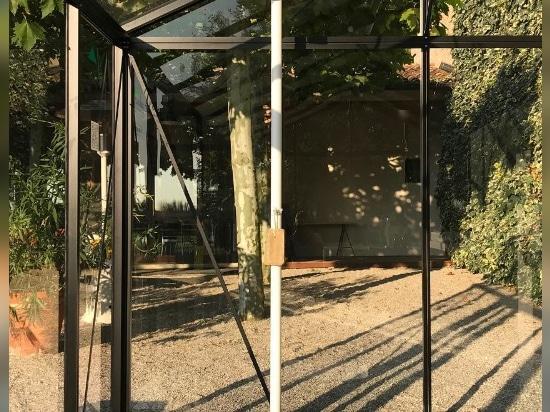Gaffend überdenkt die Gartenerfahrung