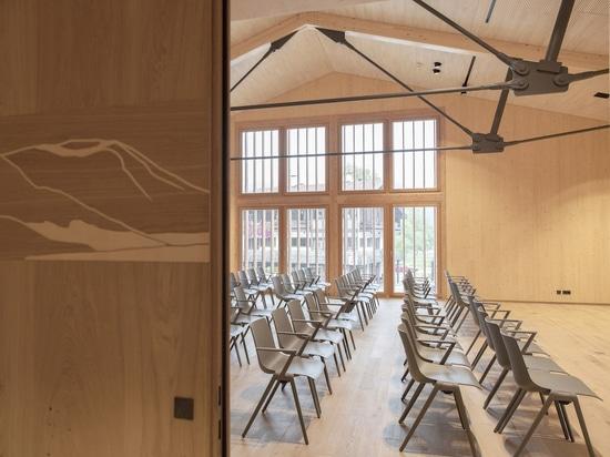 Auditorium ausgestattet mit Wilkhahns Aula Stühlen (Foto: Cordula Flegel)