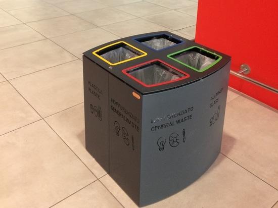Windows-Behälter am Flughafen Falcone u. Borsellino