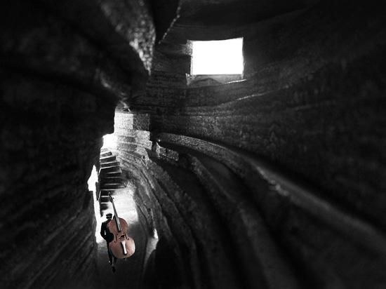Kapelle Entwürfe der offenen Architektur des soliden Konzertsaals, zum wie ausgehöhlter-heraus Flussstein auszusehen