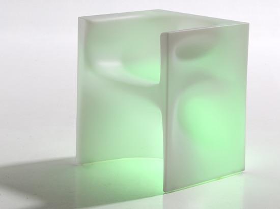 Monolith-Stuhl durch Ross Lovegrove