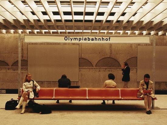 Legendär: Das Wartebankprogramm 1200 nach dem Design von Friso Kramer, das unter anderem 1972 im Olympiabahnhof München Einzug hielt. Foto: Wilkhahn