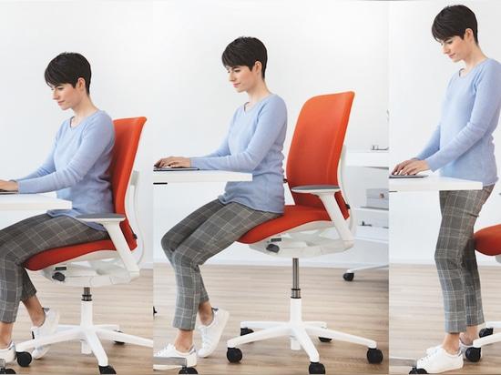 Sitzen, stützen, stehen: Der AT ESP kann für ganz unterschiedliche Tischarbeitshöhen genutzt werden. Foto: Wilkhahn