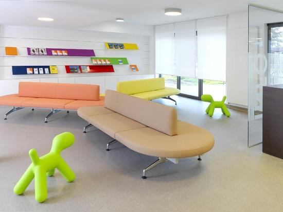 Nowy Styl Group mit deutschen Objektmöbelhersteller Kusch+Co