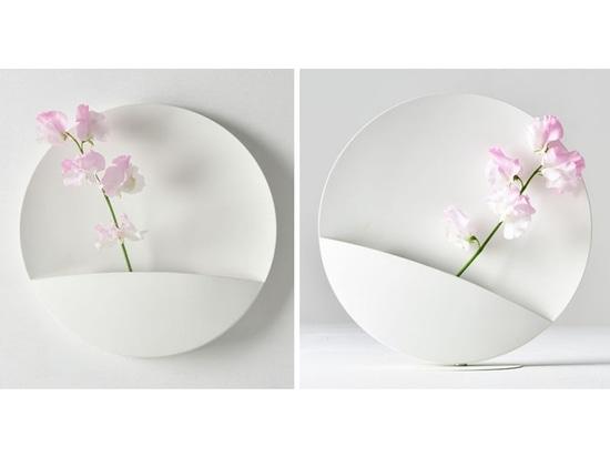 Ein starker Magnet lässt den Benutzer die Position dieser Vase ändern