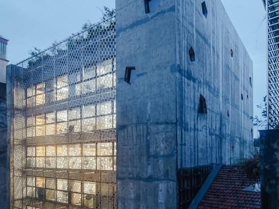 Das Brückenbürogebäude / G8A Architektur & Stadtplanung
