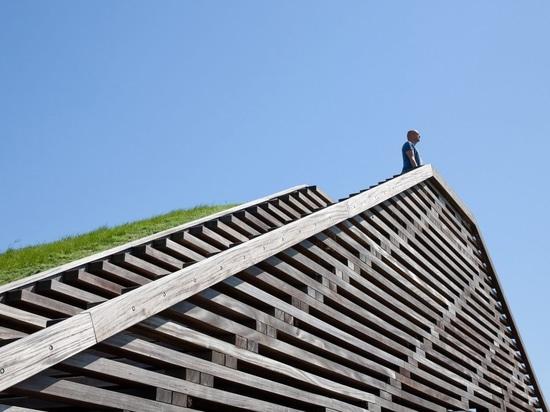 Vector-I Architects installiert zwei Aussichtspunkte auf dem niederländischen Deich, um den steigenden Meeresspiegel hervorzuheben