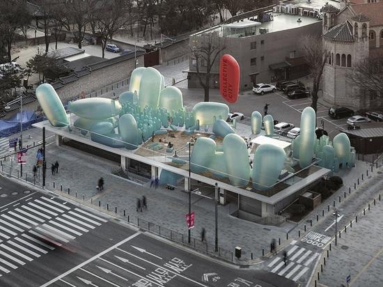 sknypl bläst Skulpturen für den Stadtgarten auf dem koreanischen Dach auf