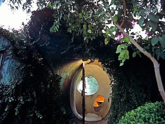 das Bio-Haus von Javier Senosiain ist unter grünen Dünen versteckt