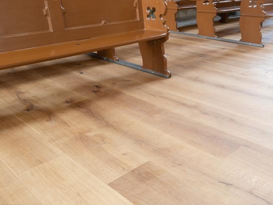 Dennebos 300-Millimeter-breiter ausgeführter Eichenbodenbelag