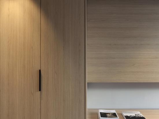 Die zeitlose Eleganz von Diametro35 Inox von Ritmonio für ein Projekt in der Provinz Valencia.