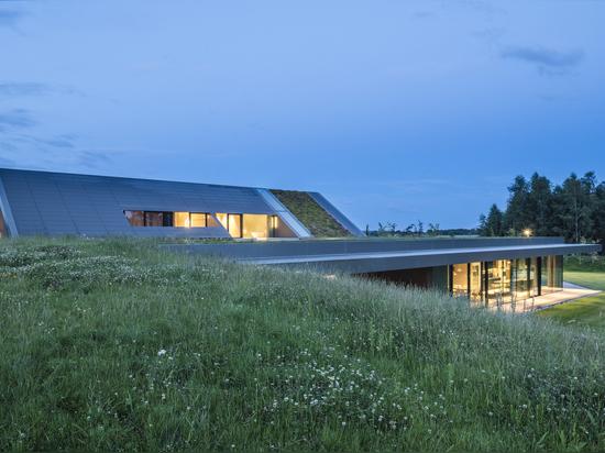 Green Line House / Mobius Architekten