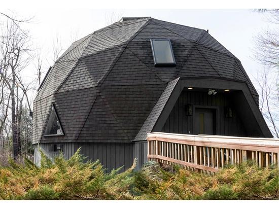 Der Designer gestaltet eine geodätische Kuppel stilvoll um