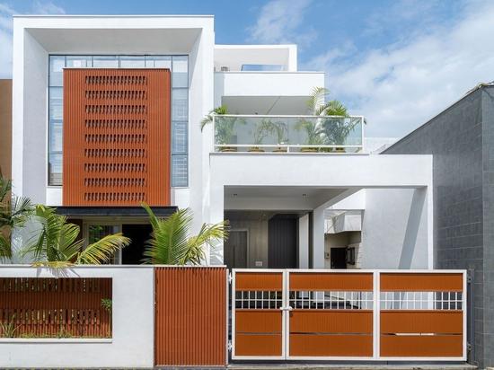 Tonfliesen zur Minimierung der Wärmeentwicklung in einem Haus in Indien