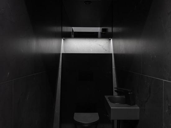 Diese moderne Sauna ist so positioniert, dass sie den Stockholmer Archipel überblickt