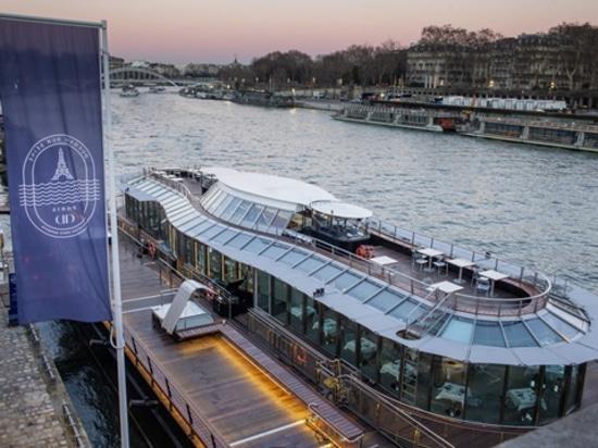 40 Meter langes Boot mit Elektromotor