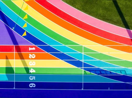 Nike malt die Laufstrecke von Los Angeles in stolzen Flaggenfarben