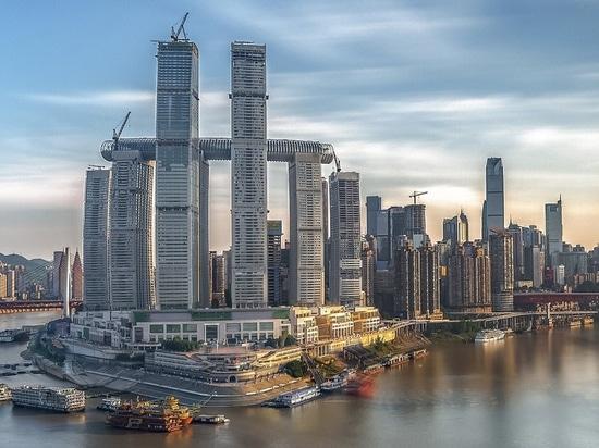 """safdie architekten' monumentales """"raffles city chongqing"""" beginnt mit der schrittweisen eröffnung in china"""