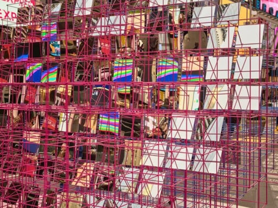 "MODU + Eric Forman Studio's schillerndes ""Heart Squared"" kommt am Times Square an"