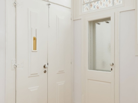 Aurora Arquitectos renoviert eine historische Wohnung in Lissabon mit minimalistischer Souveränität