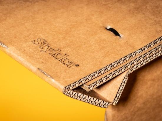 Stykka's StayTheF***Home Kartontisch ist perfekt für das Innenministerium