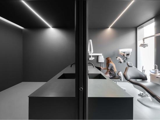 Zahnklinik von Fran Silvestre Arquitectos