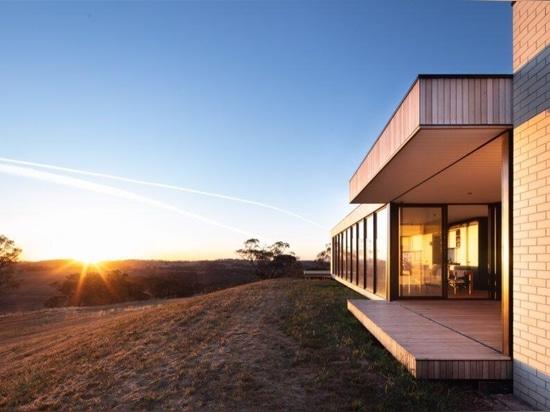 Drei vorgefertigte Module bilden dieses moderne ländliche Haus
