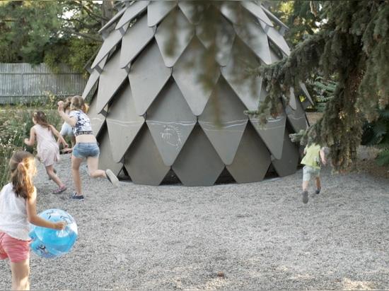 Kiefernzapfen-Pavillon