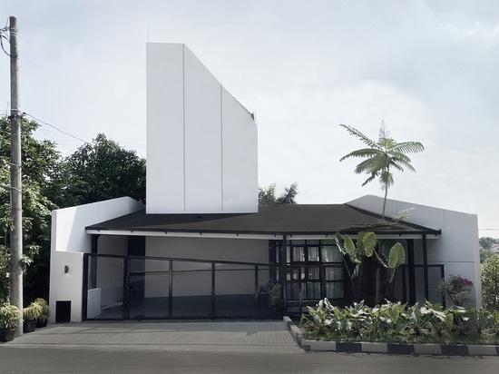 Vinyasa House / Aaksen Verantwortliche Architektur