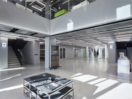 1MILLION Tanzstudio, konzipiert für Straßentanz und akademische Tanzstile