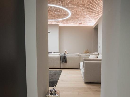 In Turin wird ein Bauernhaus aus der Mitte des 19. Jahrhunderts zu einer privaten Residenz: im Badezimmer der zeitlose Stil von Ritmonio.