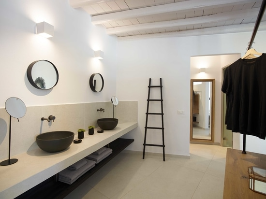 Ein aufnahmefähiger Komplex in der traditionellen Architektur von Mykonos: Ritmonio für den Komfort der Gäste der Leonis Summer Houses.