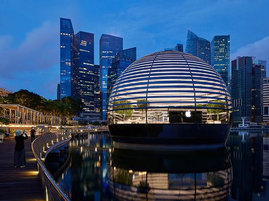 Apple und Foster + Partners enthüllen schwimmenden Laden in Marina Bay Sands in Singapur
