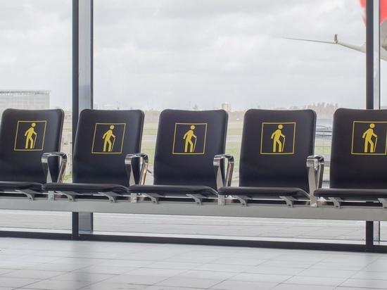 """Richard Hutten schmilzt die alten Stühle des Flughafens für """"radikales"""" neues Sitzsystem ein"""