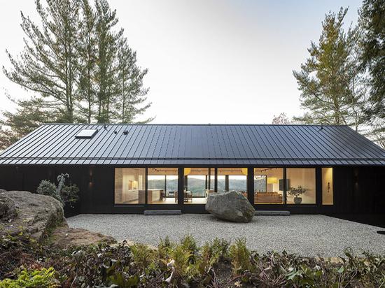 Desai Chia Ledge House erreicht Minimalismus in der Natur