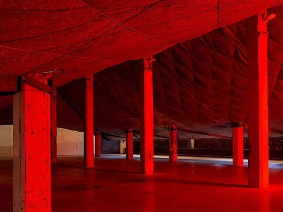 Sollen wir tanzen? Eine Installation von Guillermo Santomà im Matadero Madrid