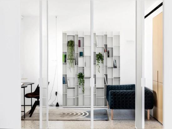 Eine altrosa Wohnung von 100 qm mit Blick auf Tel Aviv