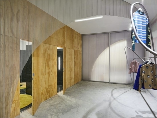 Almost Studio aus Brooklyn entwirft eine 1.500 m² große Boutique für die Modedesignerin Sandy Liang