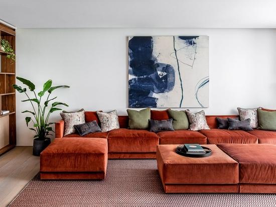 Echlin nutzt einen gebrochenen Grundriss, um großzügige Innenräume in einem Londoner Stadthaus zu schaffen