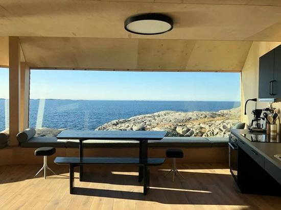 Die Flokehyttene-Kabinen von Holon Arkitektur bieten einen Panoramablick auf die norwegische Küste