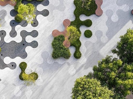 Für diesen Park wurde eine Landschaft mit geschwungenen Formen entworfen